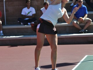 Vasilisa Bardina serve